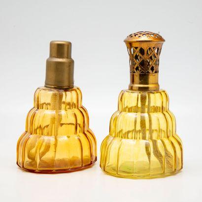 Deux lampes BERGER en verre teinté jaune...