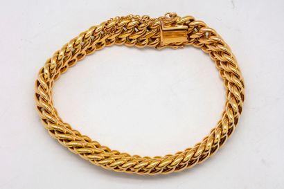 Bracelet en or à maille tressée, fermoir...