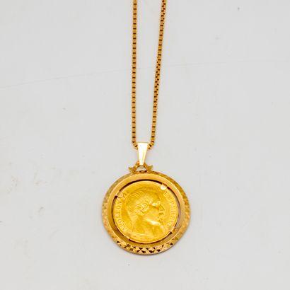 Chaine en or jaune ornée d'un pendentif agrémenté...