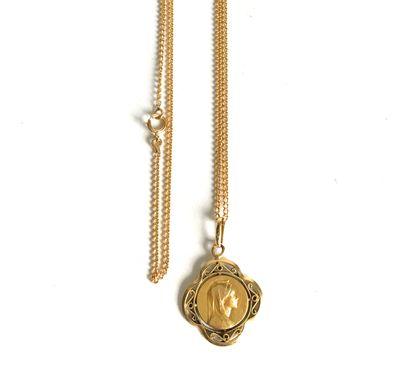 Chaine et médaille religieuse en or jaune...