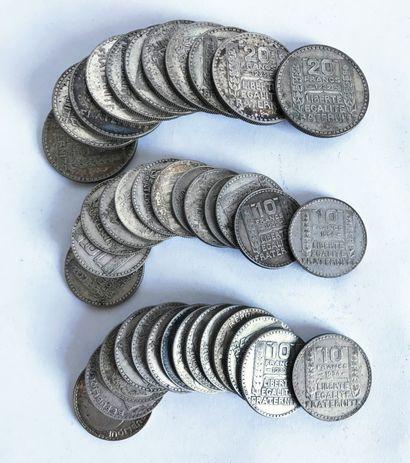 Lot comprenant des pièces de 10 francs et...