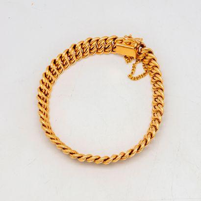 Bracelet gourmette en or jaune  Poids : 16,8...