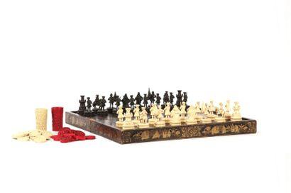 CHINE, Canton - XIXe siècle  Jeu d'échecs...