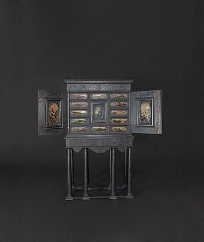 Cabinet en ébène sculpté et gravé à sujets...