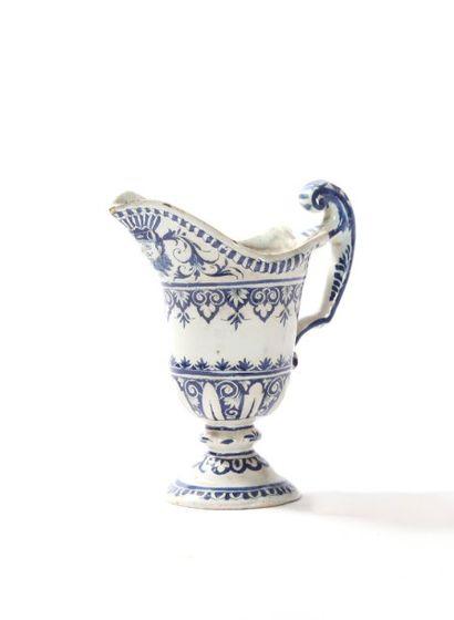 Rouen  Aiguière casque en faïence à décor en camaïeu bleu de lambrequins et rinceaux...