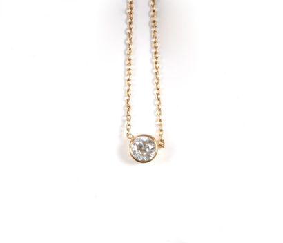 Pendentif en or orné d'un diamant de taille...