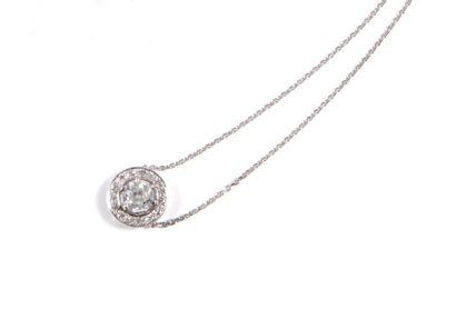 Pendentif en or gris orné d'un diamant de...