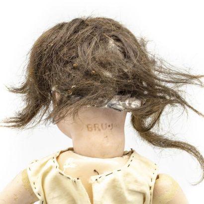 Bébé BRU Poupée avec tête en biscuit pressé, bouche fermée, yeux fixes marrons,...