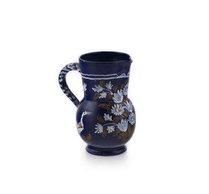 Nevers Pot à eau en faïence à décor en blanc...