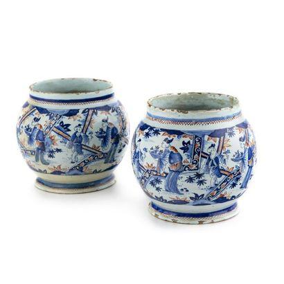 Rouen Paire de vases de forme sphérique en...