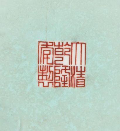 Chine Vase en porcelaine à large panse et col cylindrique évasé, à décor polychrome...