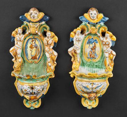 Deruta  Deux bénitiers en faïence à décor polychrome au centre de figure de saint...