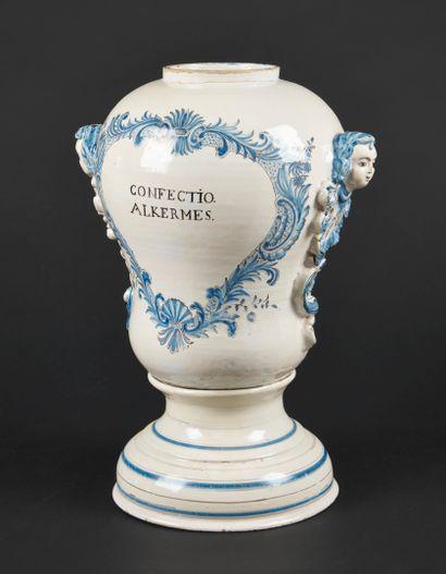 Lunéville  Grand vase de montre couvert reposant...