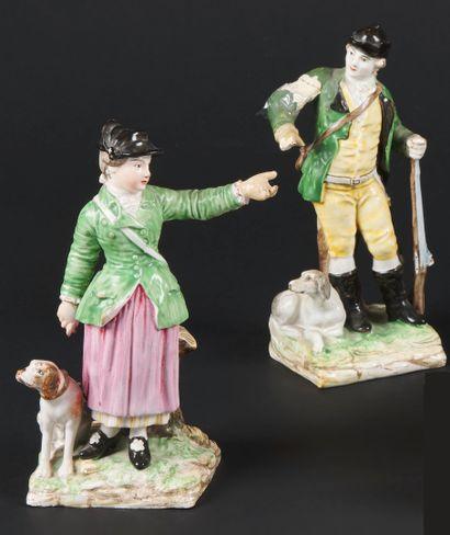 Est  Paire de statuettes en faïence représentant...