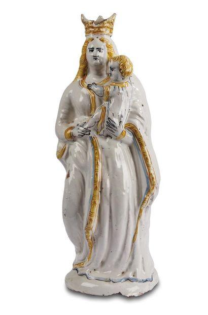 Nevers  Grande Vierge d'accouchée en faïence...