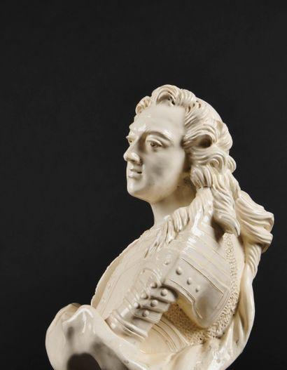 Pont-aux-Choux ou Lunéville  Buste en faïence blanche émaillée représentant le roi...