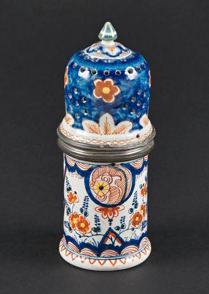 Delft  Saupoudreuse cylindrique en faïence,...