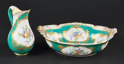 Sèvres  Broc Roussel et jatte ovale à fleurs de relief en porcelaine tendre à décor...
