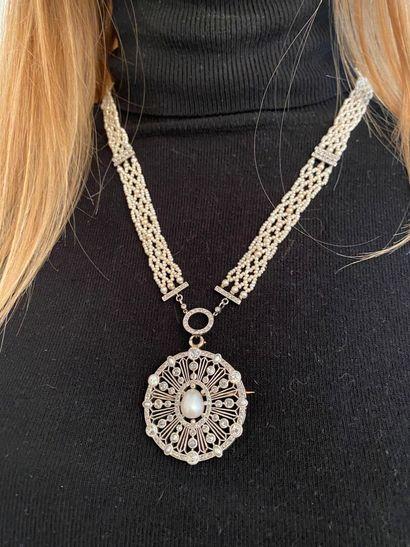 Collier de petites perles de culture ou fines et d'imitation tressé, retenant au...