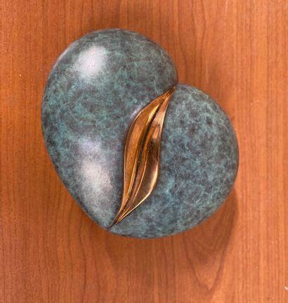 Serge COUVERT  Graine d'amour, 2012  Epreuve en bronze à patine vert et dorée.  Signé,...