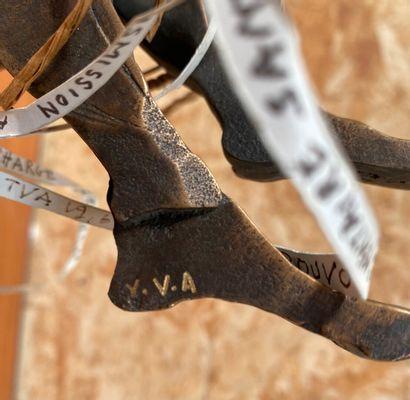 Yvette Vincent ALLEAUME  L'entrave  Epreuve en bronze, bois et éléments divers....
