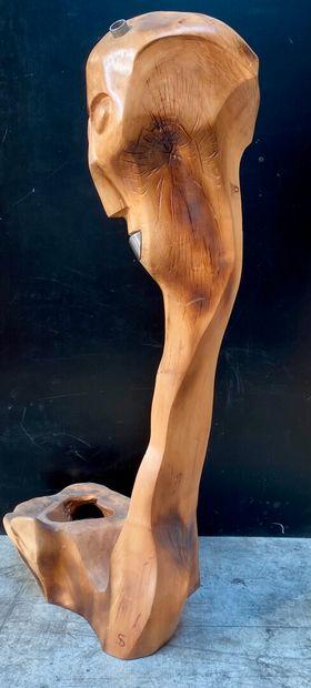 DAN SPRINCEANA  Iti  Epreuve en chêne sculpté. Monogrammé.  Haut. 105 cm