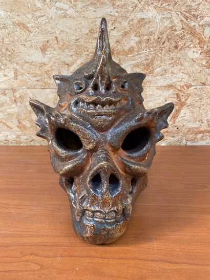 Emmanuel BUCHET  Tête de squelette dragon  Epreuve en terre cuite émaillé. Signée...