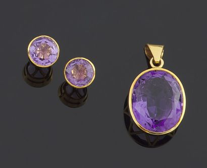 PENDANT and pair of earrings in yellow gold...