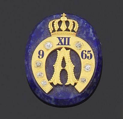 MOTIF de forme ovale en lapis lazuli teinté...