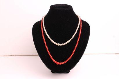 COLLIER de cent-onze perles de culture en...