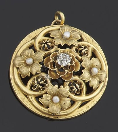 PENDANT of round shape in yellow gold 750...