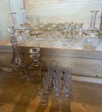 PARTIE DE SERVICE de verres en cristal et...