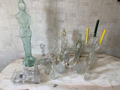 Collection de bouteilles en verre moulé  (En...