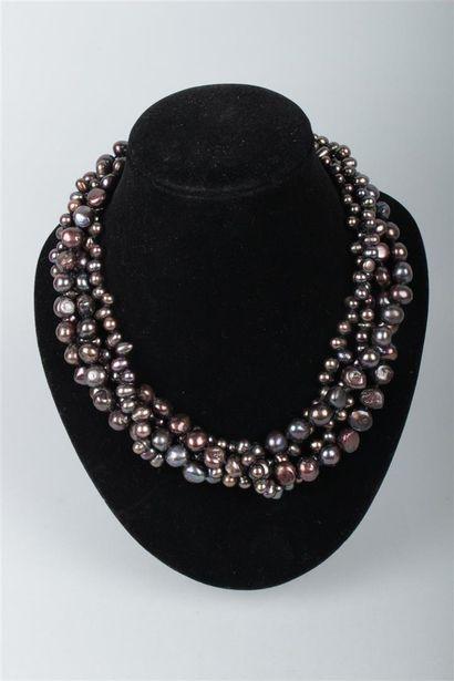 COLLIER quatre rangs de perles de culture...