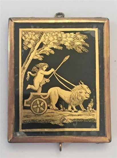 PENDENTIF en métal doré de forme rectangulaire...