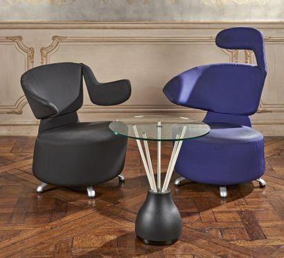 CASSINA Deux fauteuils recouverts de tissu...