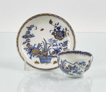 TOURNAI Tasse à thé et sa soucoupe en porcelaine...