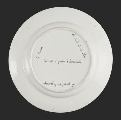TOURNAI Assiette en porcelaine tendre du service du duc d'Orléans d'après l'Histoire...