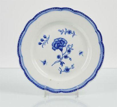 TOURNAI Deux assiettes en porcelaine tendre...
