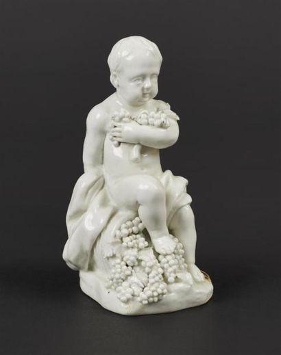 TOURNAI Statuette en porcelaine tendre émaillée...