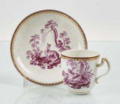 TOURNAI Tasse et soucoupe en porcelaine tendre...