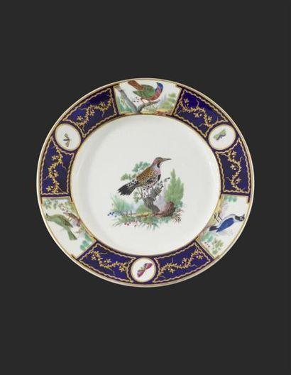 TOURNAI Assiette en porcelaine tendre du...