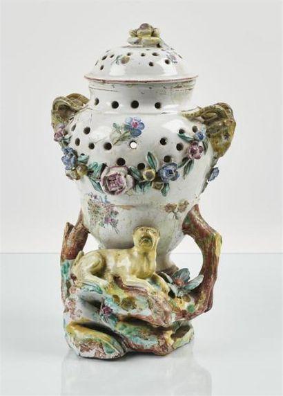 TOURNAI Vase couvert formant pot-pourri en...