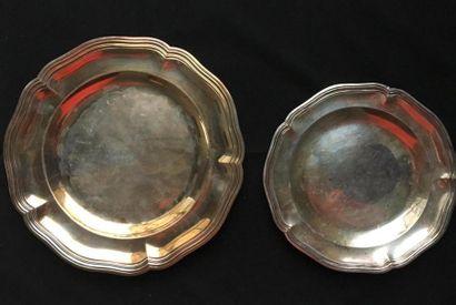 Assiette ronde en argent uni 950°/oo modèle...