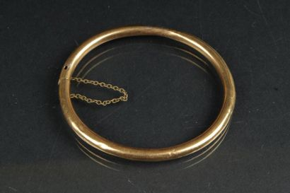 Bracelet rigide ouvrant en or jaune 750°/oo....