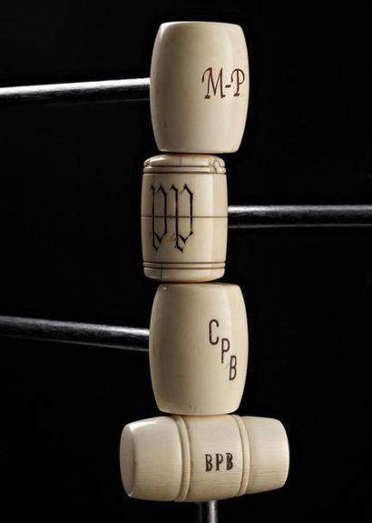 S - 1 MANNETTES Arts décoratifs, Fabergé...