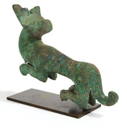 STATUETTE DE TIGRE MARCHANT en bronze à patine...