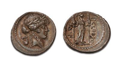 CLAUDIA (42 BC) Denier. Apollo's lauréed...