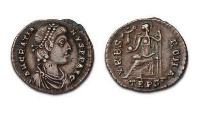 GRATIEN (367-383) Silique. Trêves. Son buste...