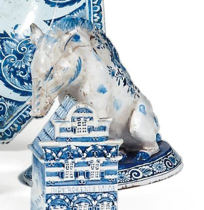 SANGLIER en faïence blanc bleu (recollé)....